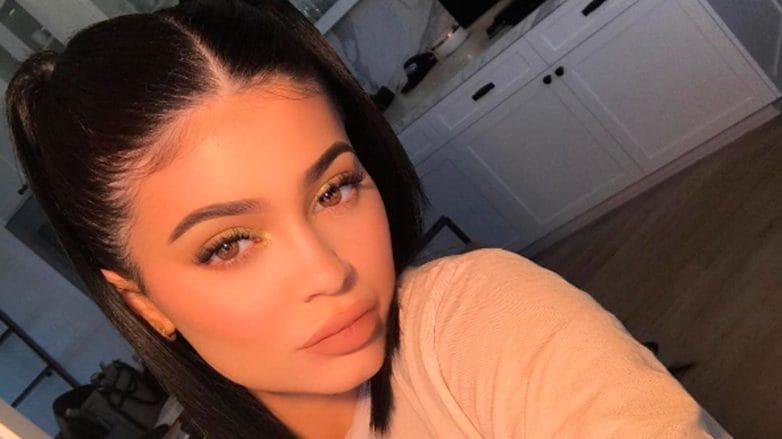 Kylie Jenner usa Maria-Chiquinha