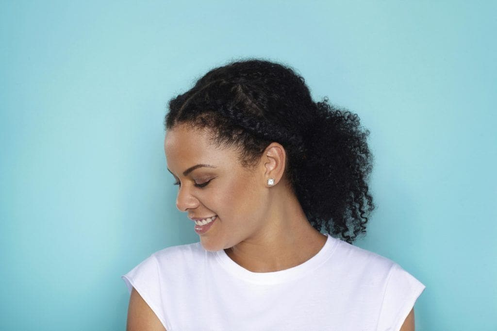 modelo de penteados de natal para cabelos cacheado