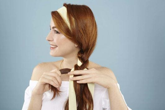 modelo de trança lateral com lenço