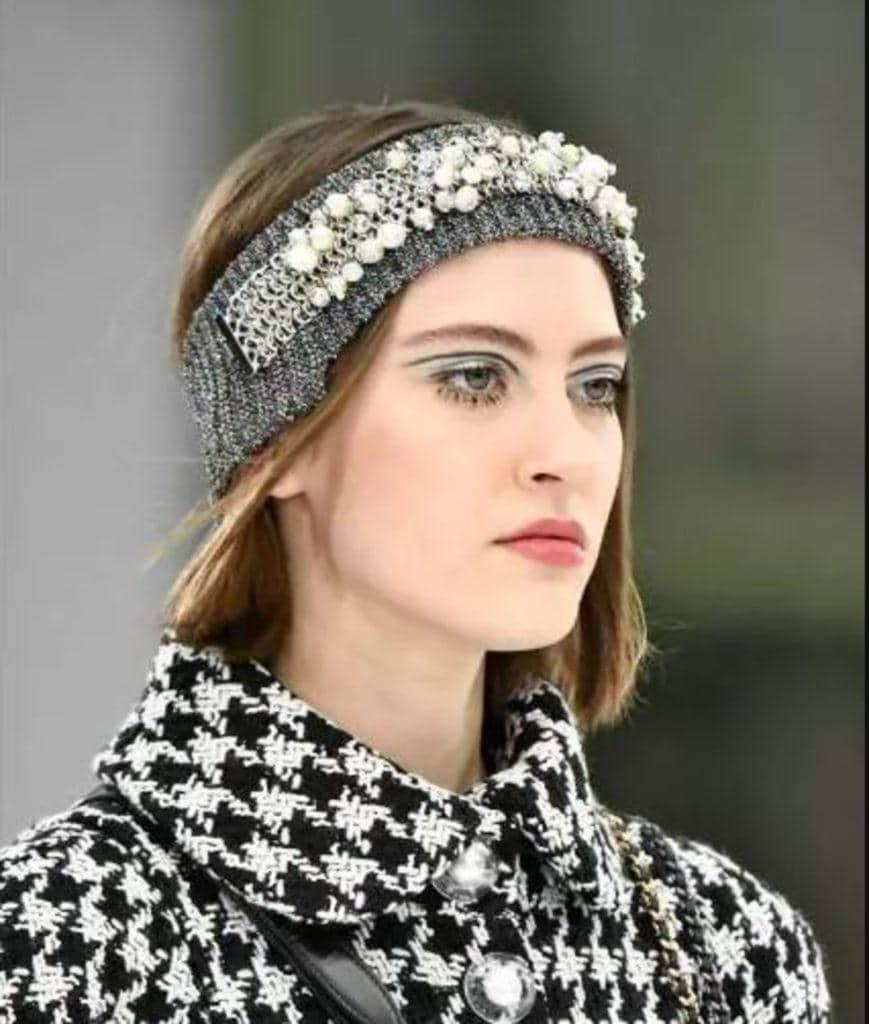 modelo de penteados com tiara