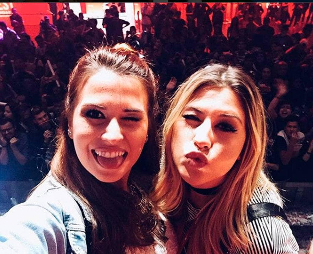 Niina Secrets e a irmã Fabi Santina