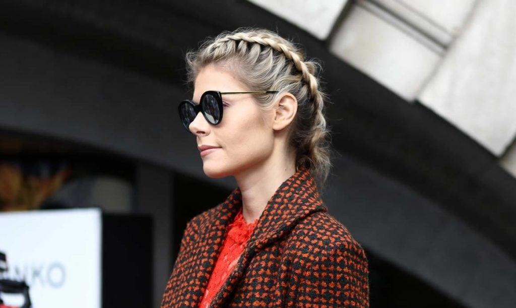 modelo com um dos penteados para feriado