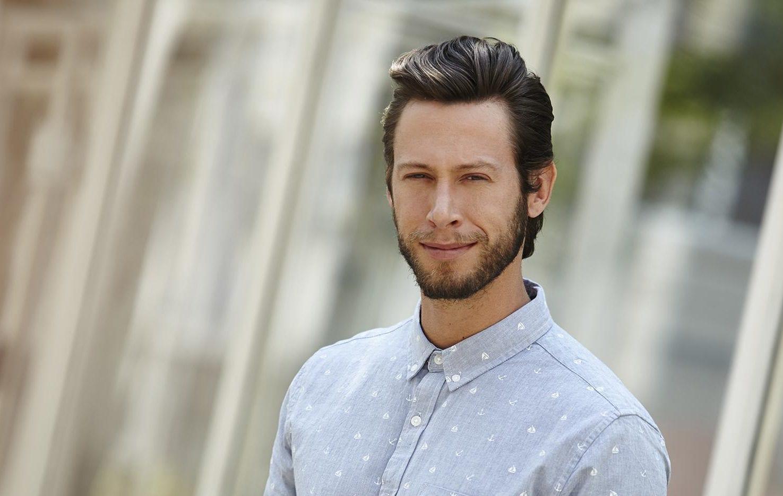 modelo com um dos cortes de cabelo masculino liso para 2018