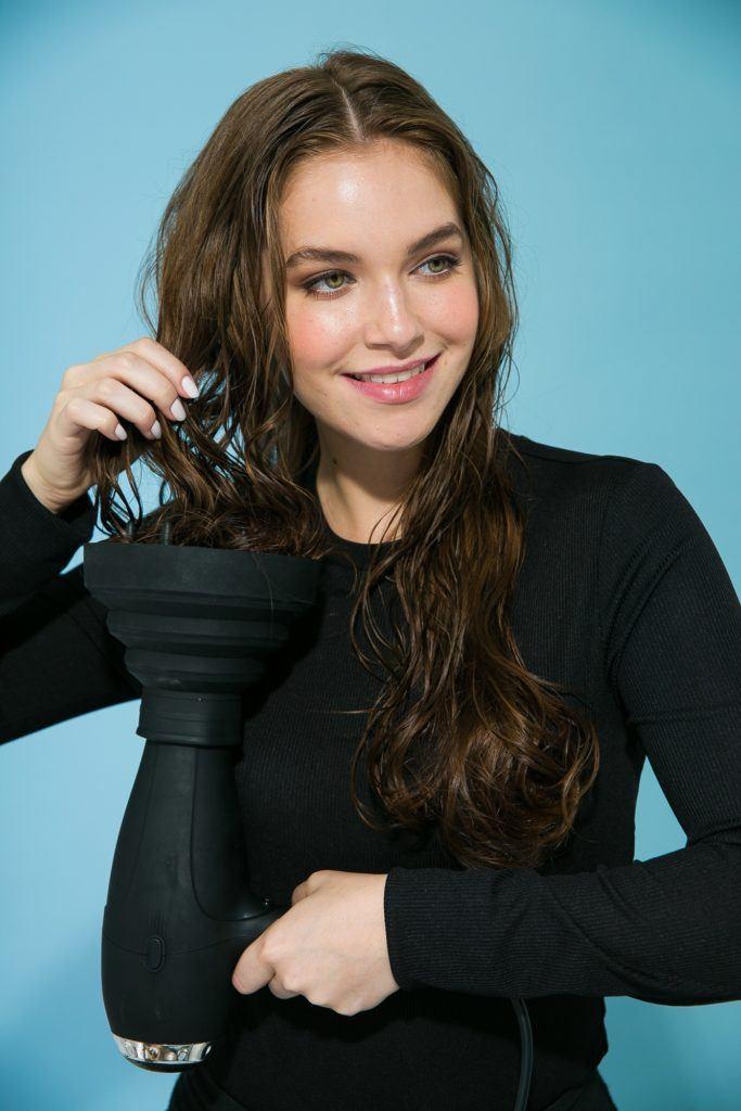 como amassar o cabelo