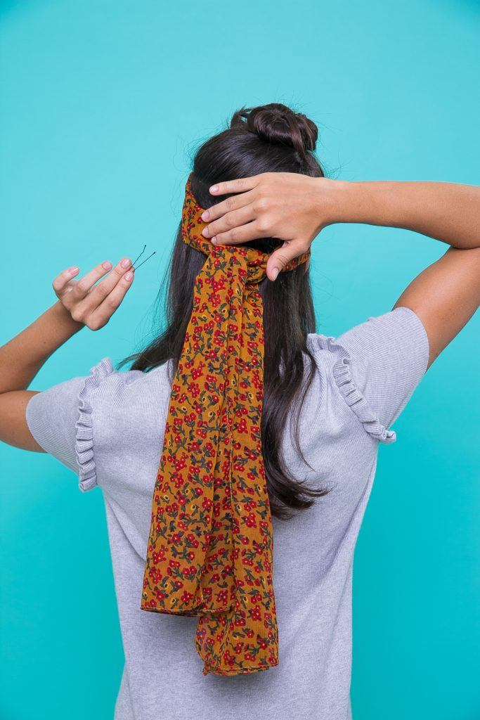 Como usar o lenço como faixa de cabelo