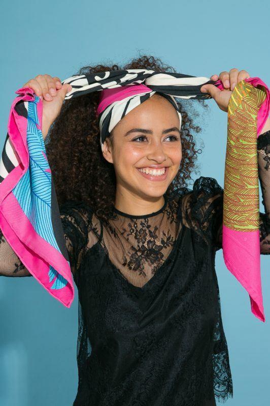 Amarração de lenço para turbante em cabelo cacheado