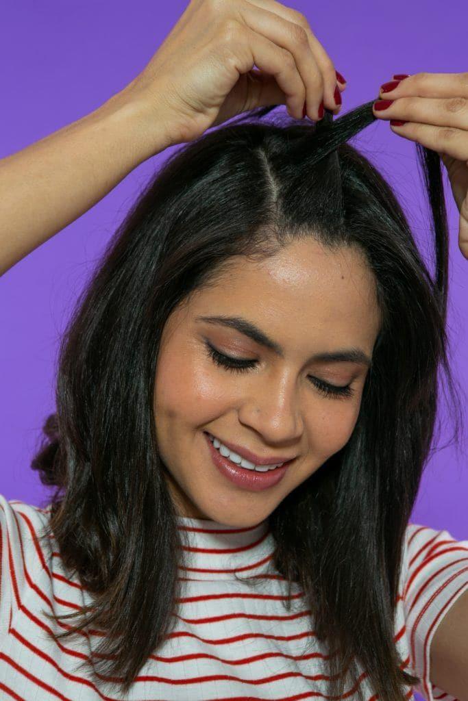 modelando fazendo twist no cabelo curto