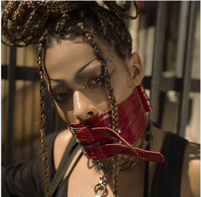 Rosa Luz, artista negra trans com cabelo crespo