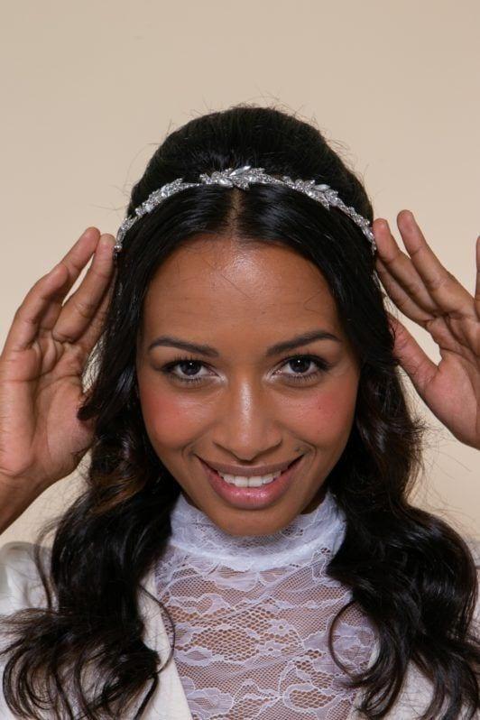 semipreso com tiara