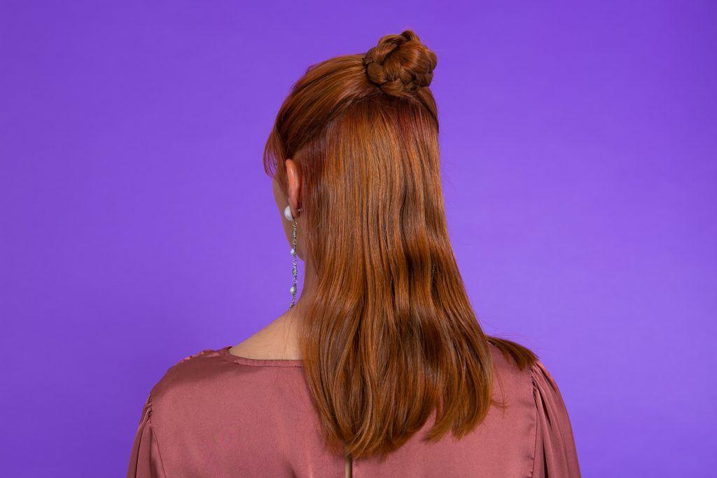 Modelo com penteado para casamento pronto