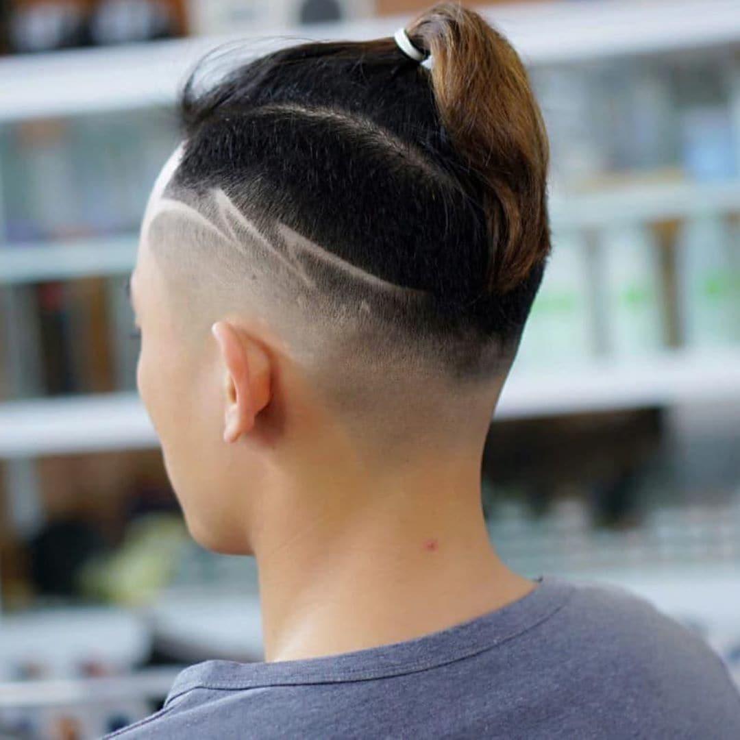 Homem com desenho no cabelo de raio