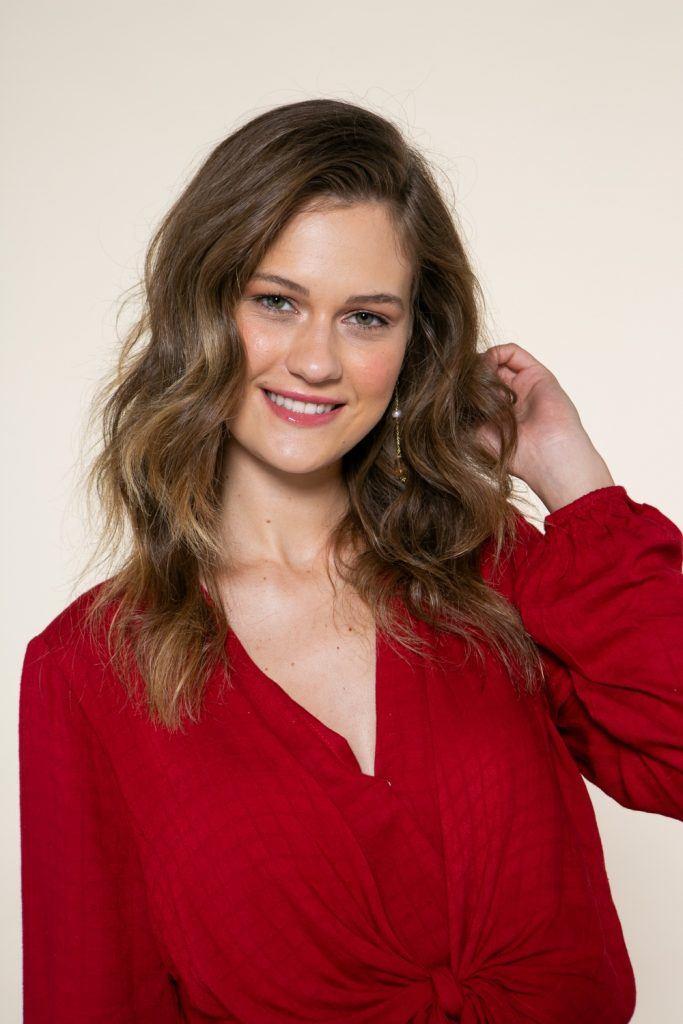 modelo de cabelo ondulado, longo e solto