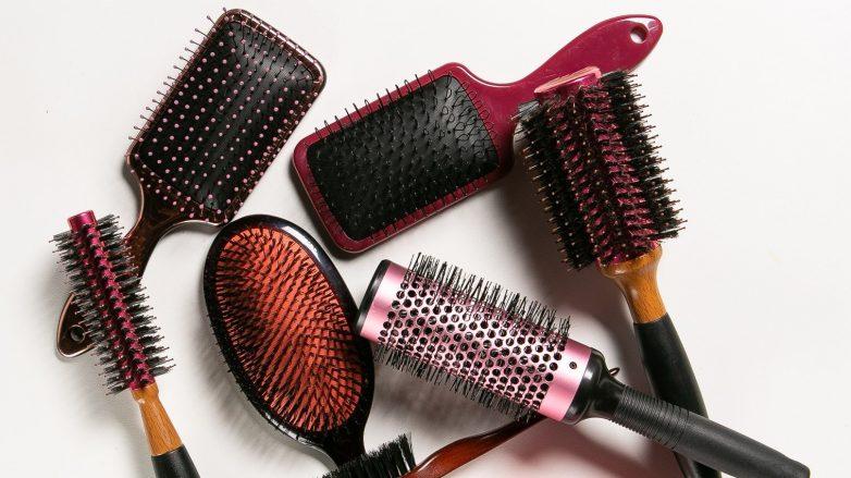 Foto com diferentes tipos de escova de cabelo