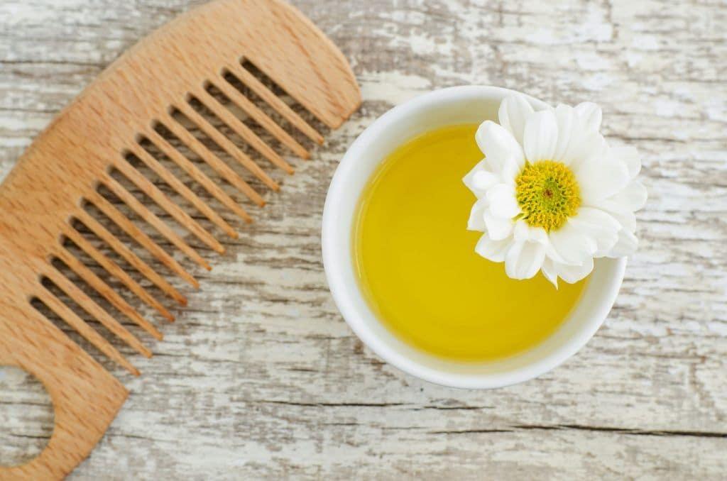 Azeite no cabelo: conheça os benefícios e veja como usar