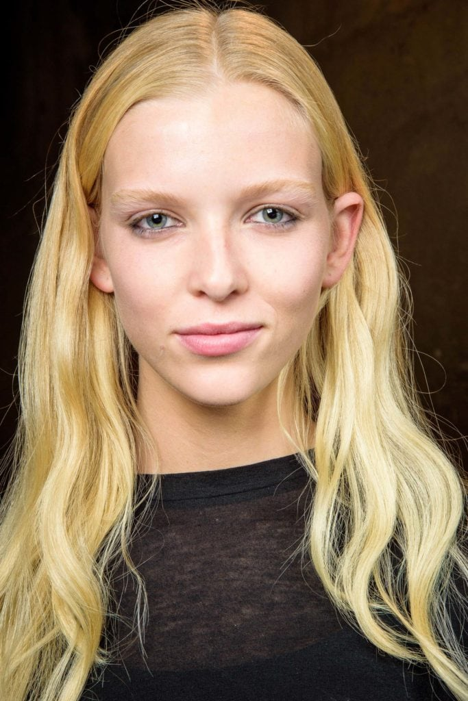 hairstyles for long thin hair: blonde waves