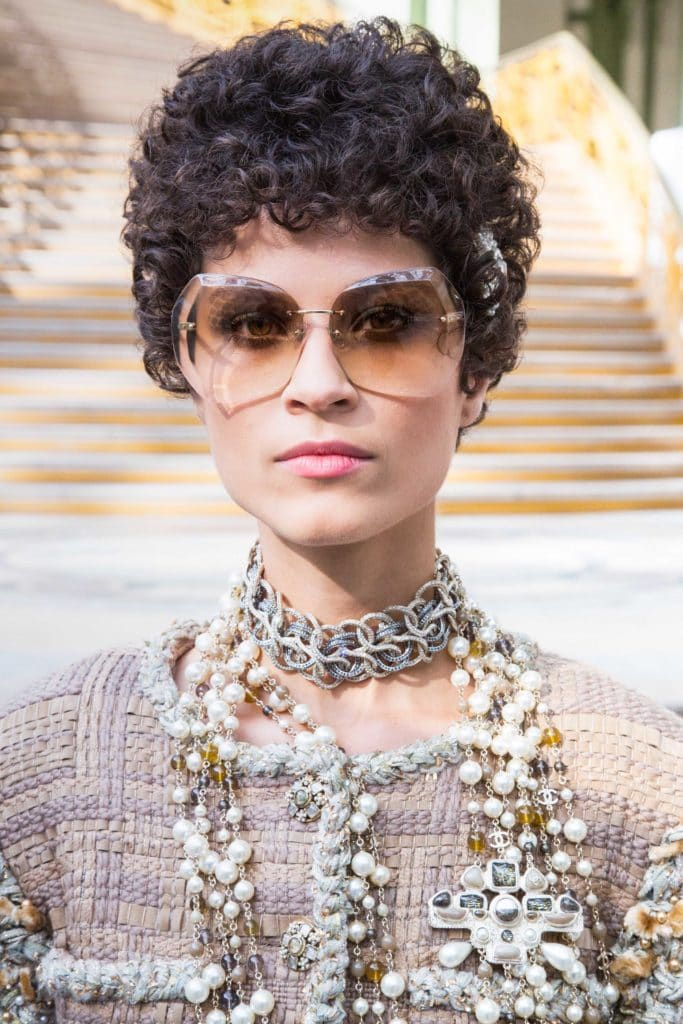 how to style a pixie cut with accessories hair jewels