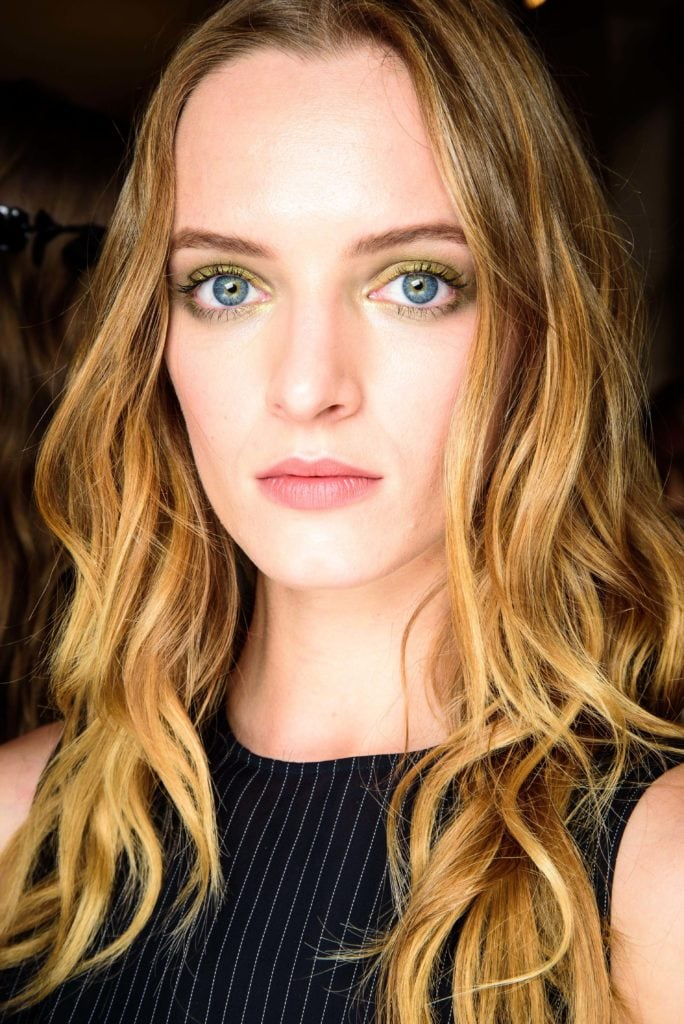 best hairstyles for thin hair beachy waves