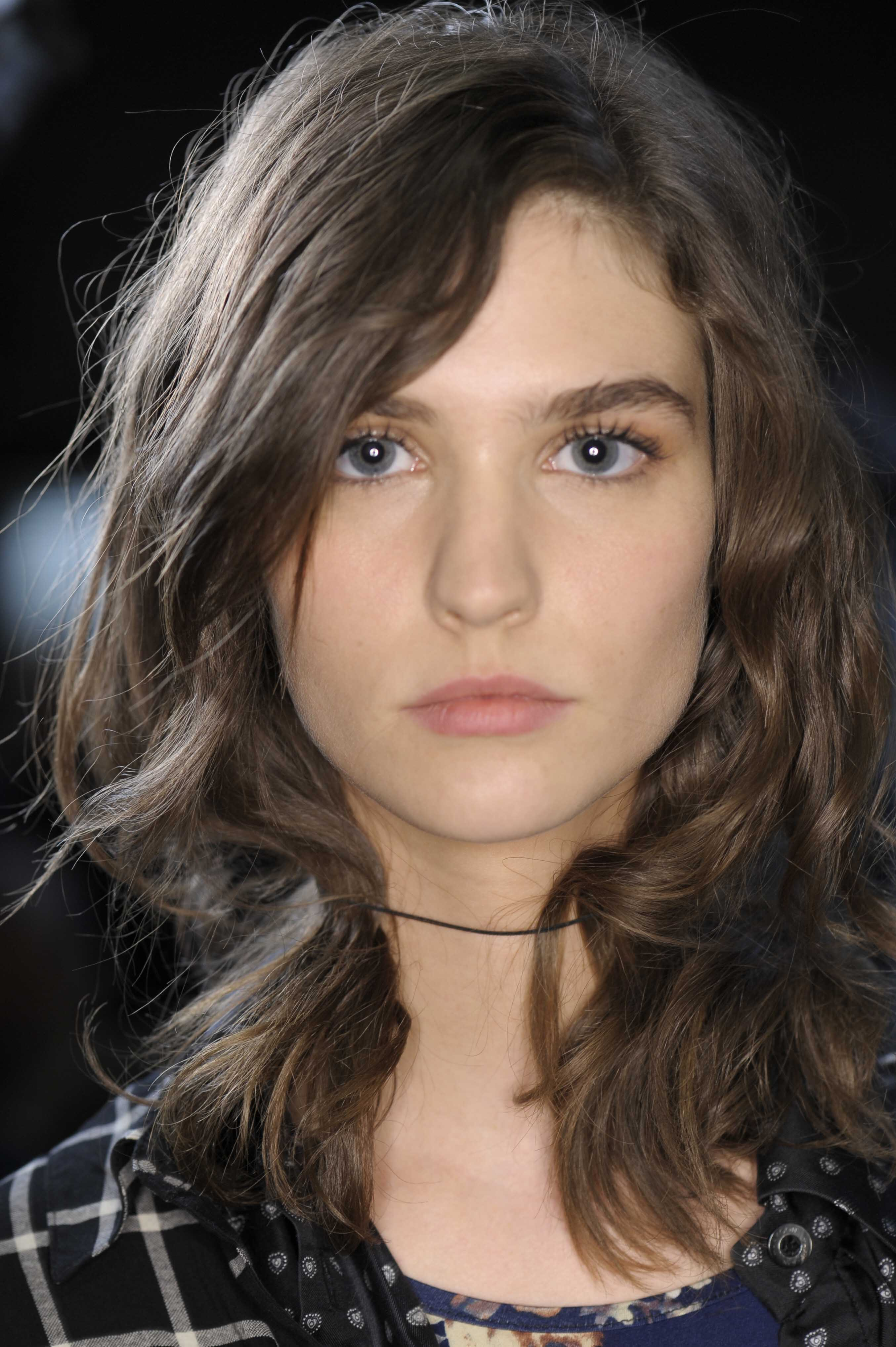 shoulder-length hairstyles for date night medium messy waves