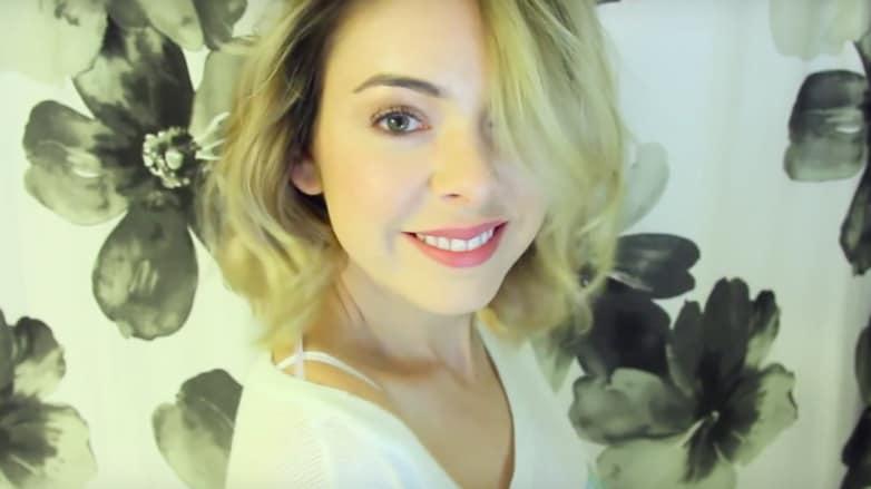 Vlogger Nikki Phillippi short hair