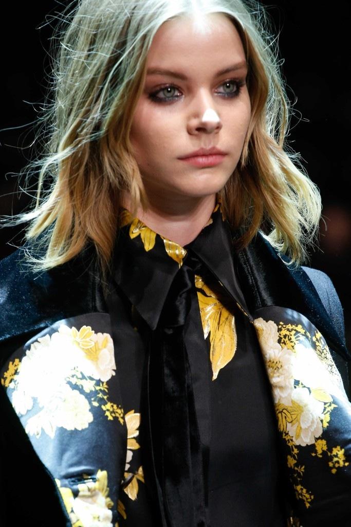 straight hairstyles Shoulder length blonde hair