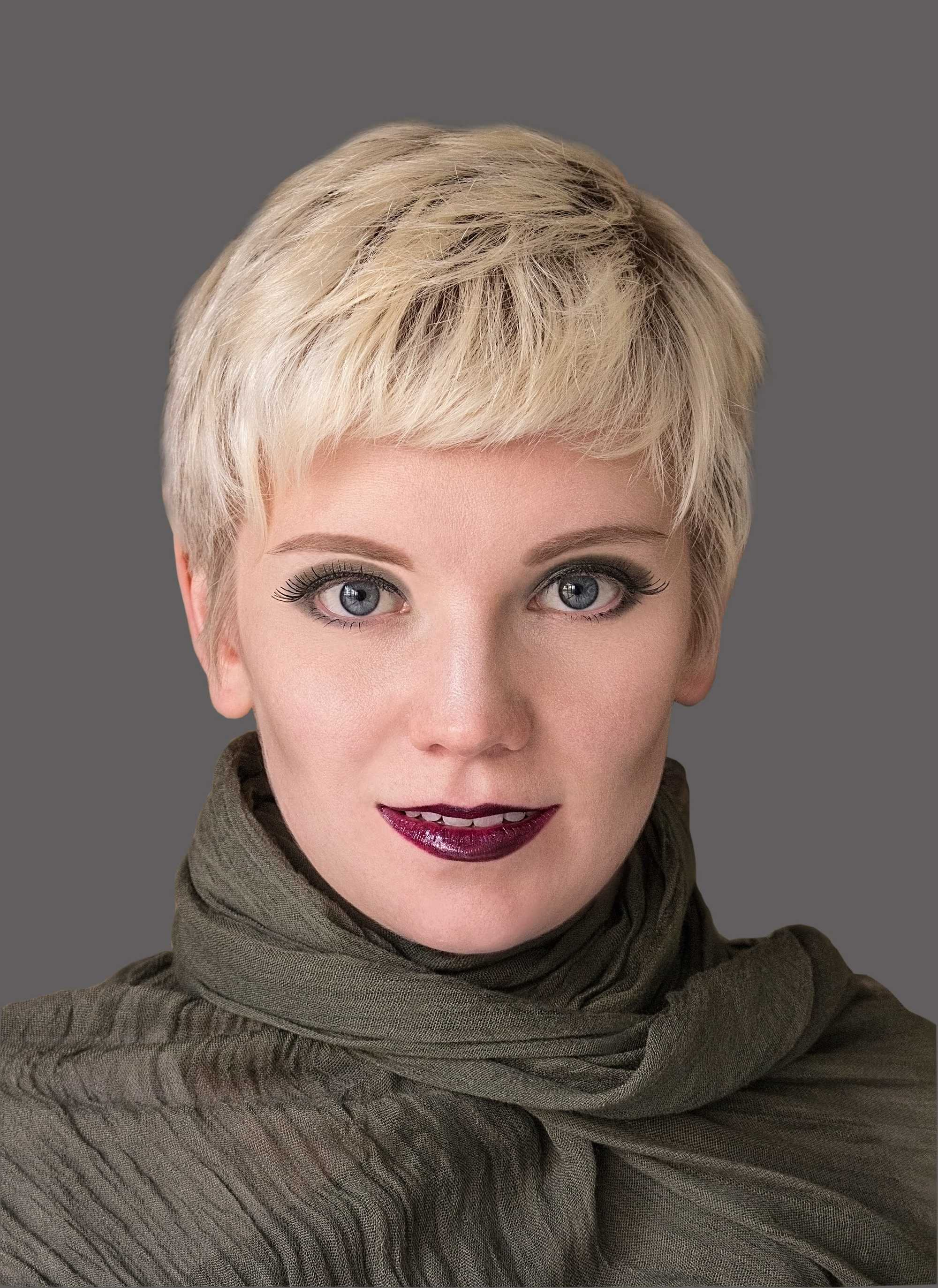 layered bangs blonde rooted pixie
