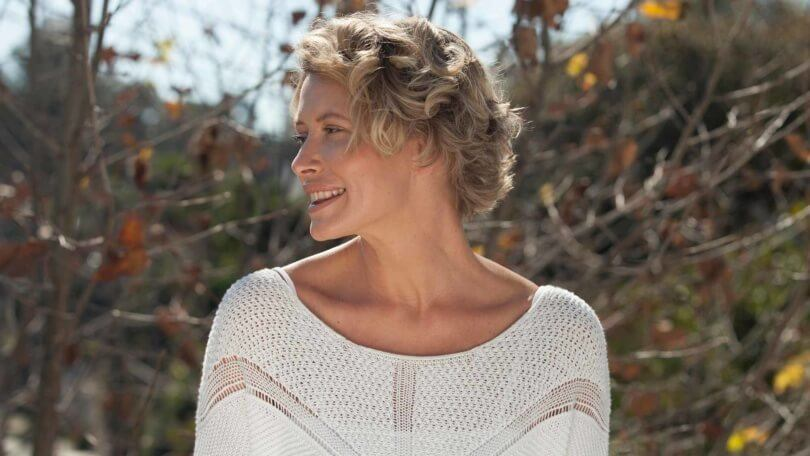 5 Cool Shoulder-Length And Short Haircuts For Women Over 40
