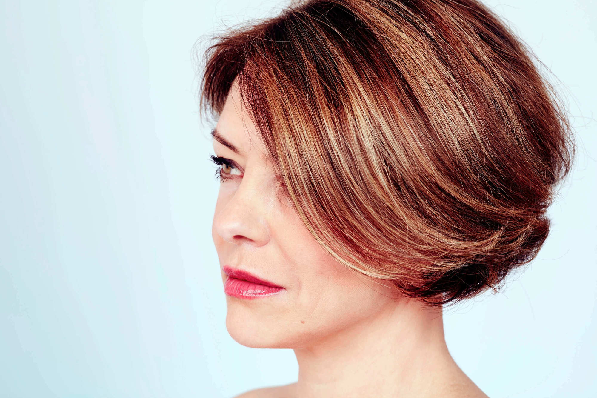 5 Cool Shoulder Length And Short Haircuts For Women Over 40