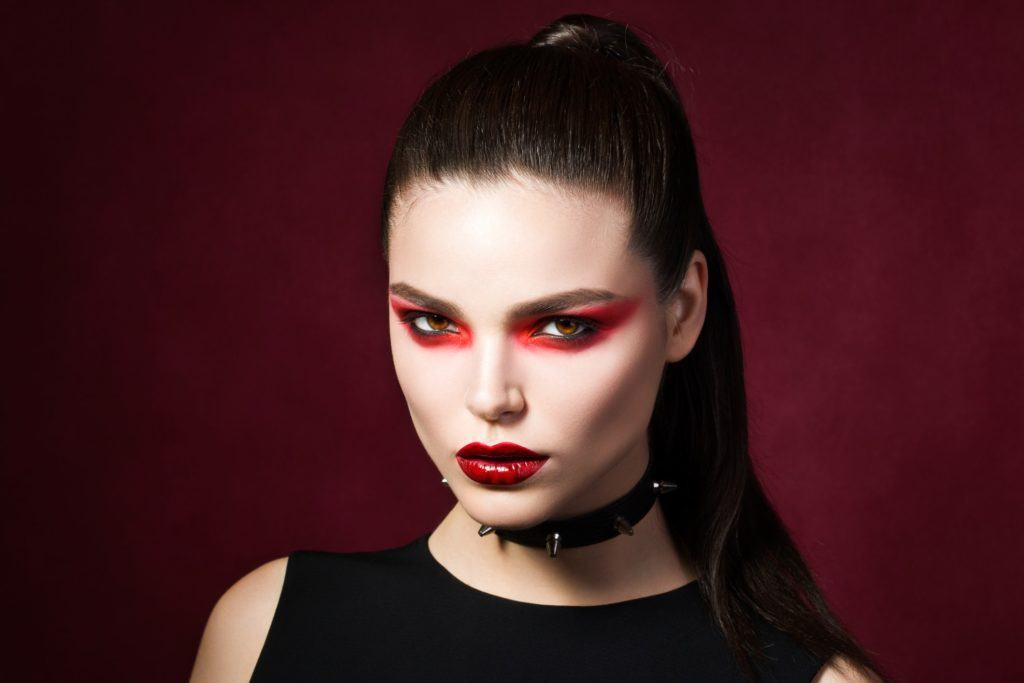5 Vampire Hairstyles for Halloween 2019