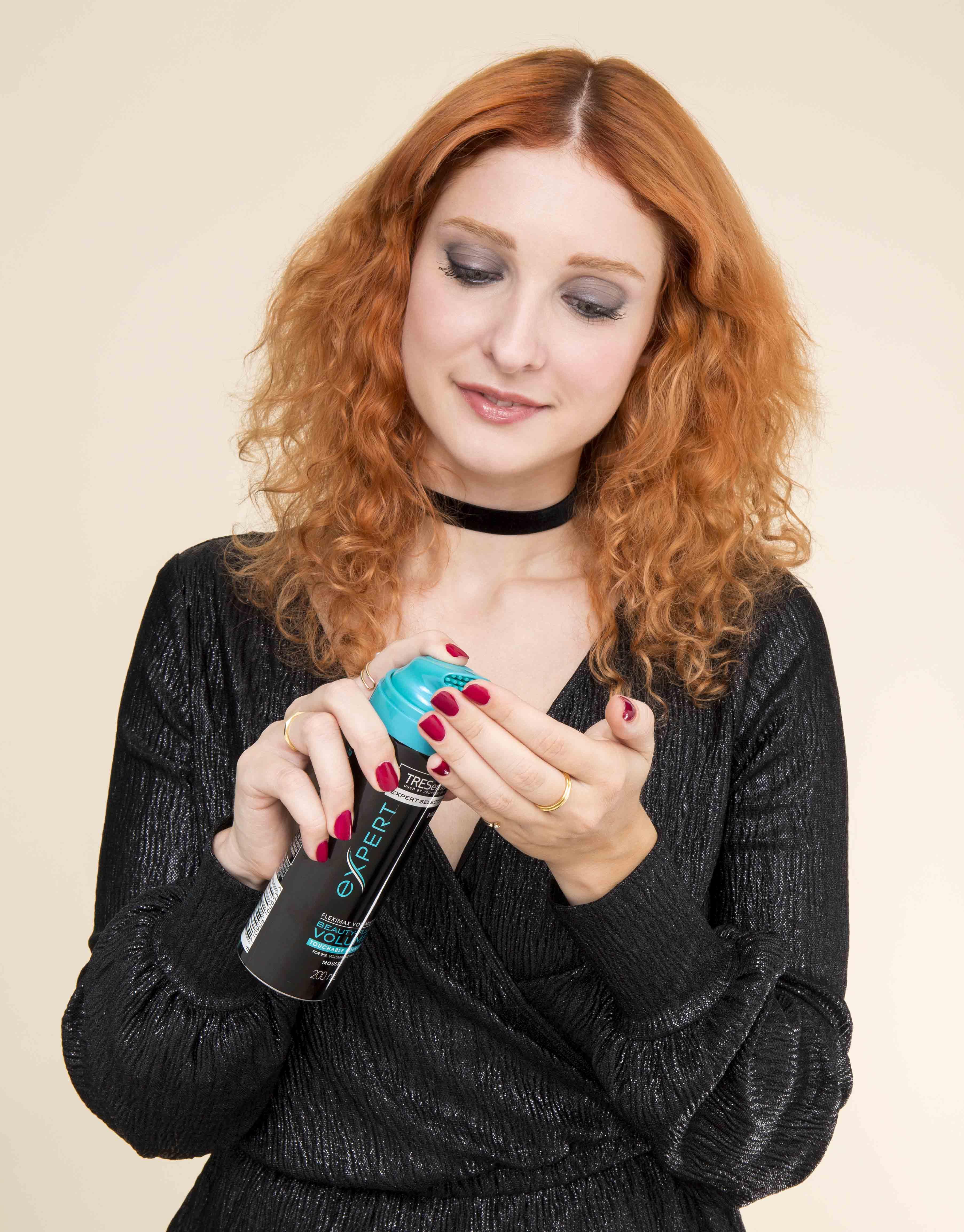 meilleurs produits de curling de cheveux rousse boucles serrées