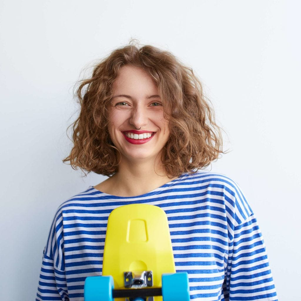 Brunette woman with curly hair bob no layers
