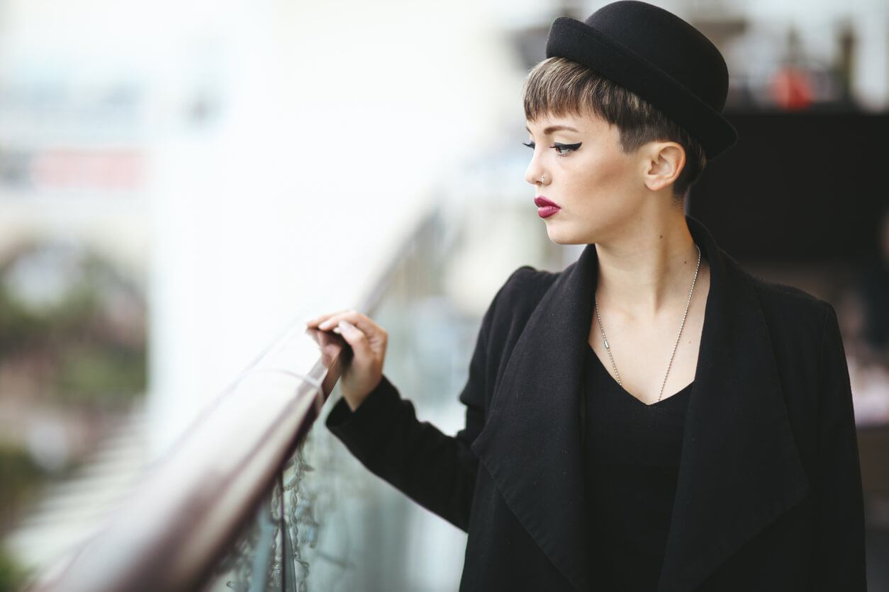 how to keep hat hair from ruining your straight style