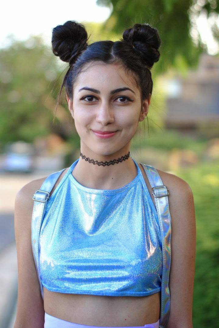 how to wear Space Buns on blogger Emma Amitis