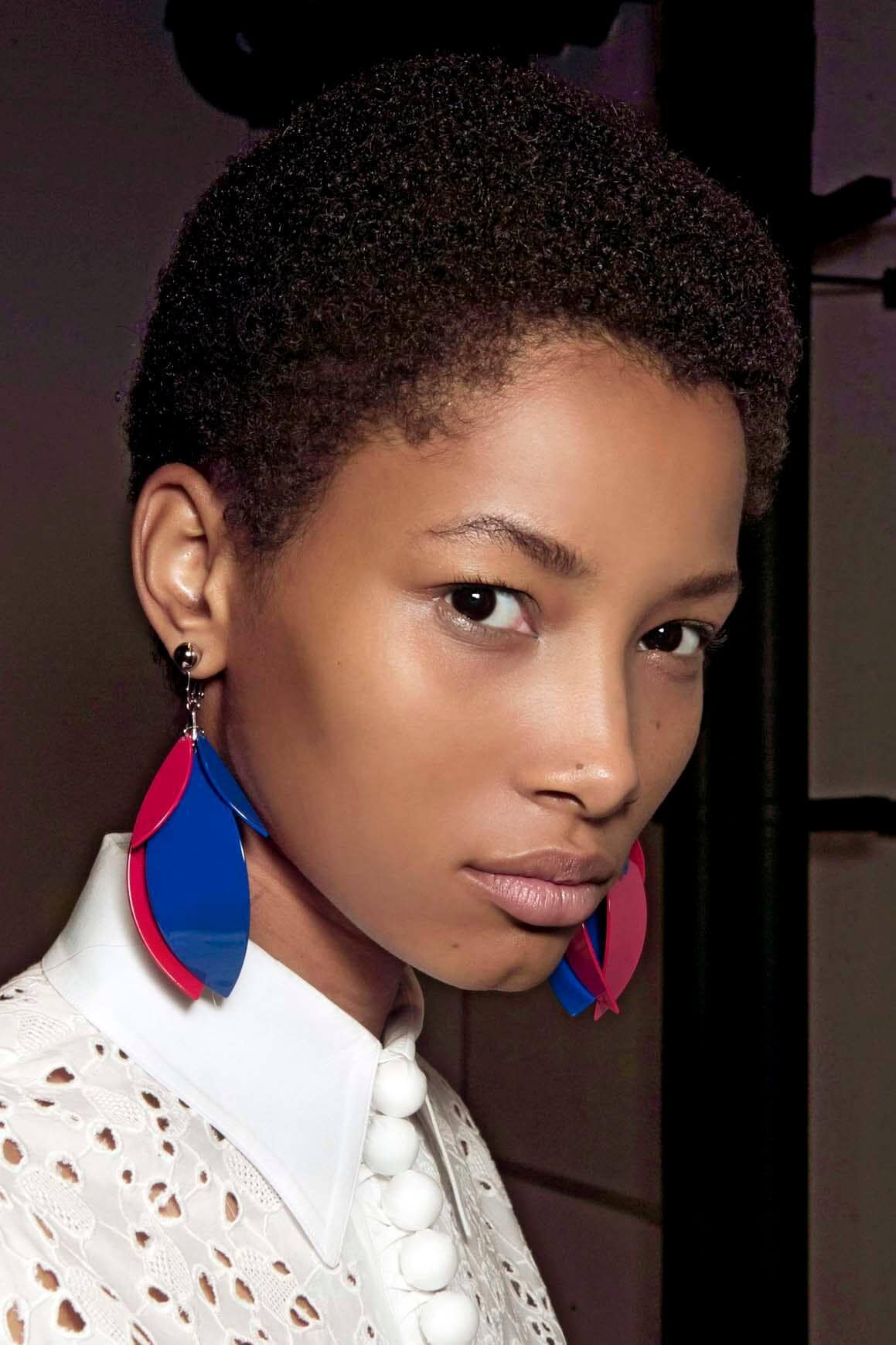 ways to style pixie cuts for natural curls