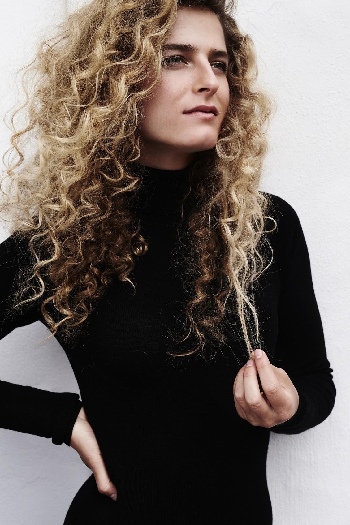 Balayage on curly hair: long, curly hair