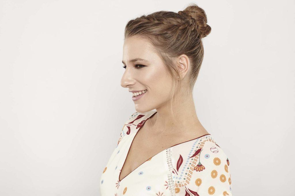 How to make updos for thin hair look thicker