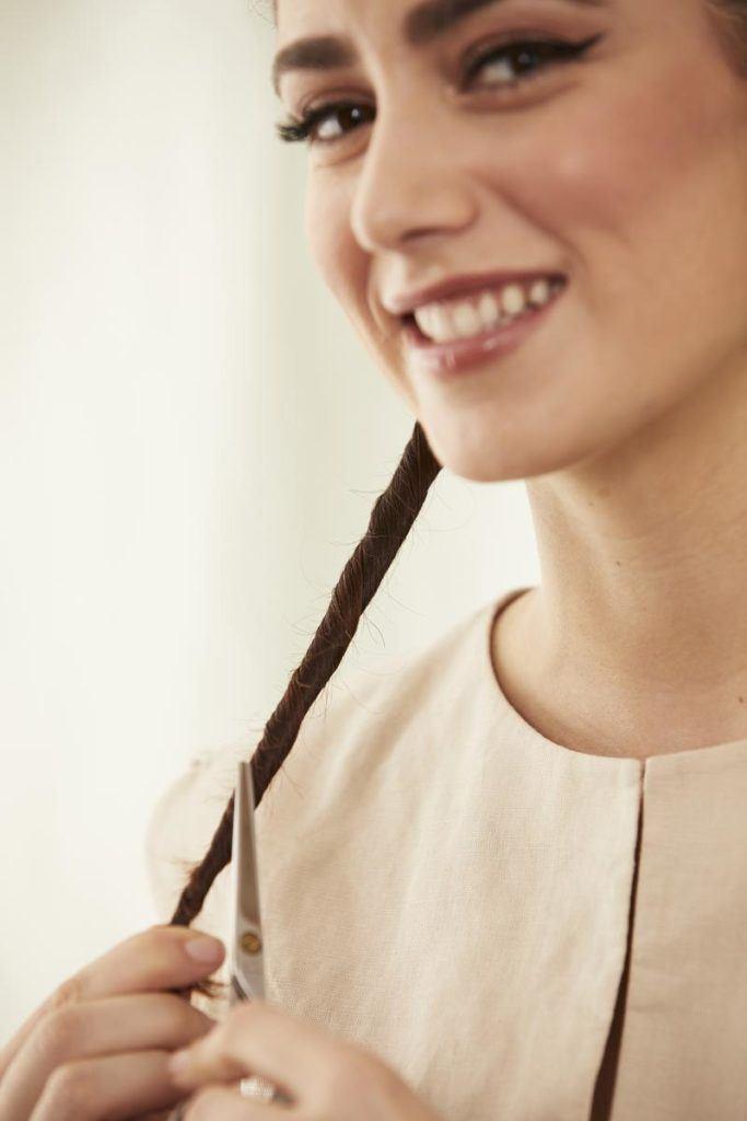 how to dust hair: snip hair ends