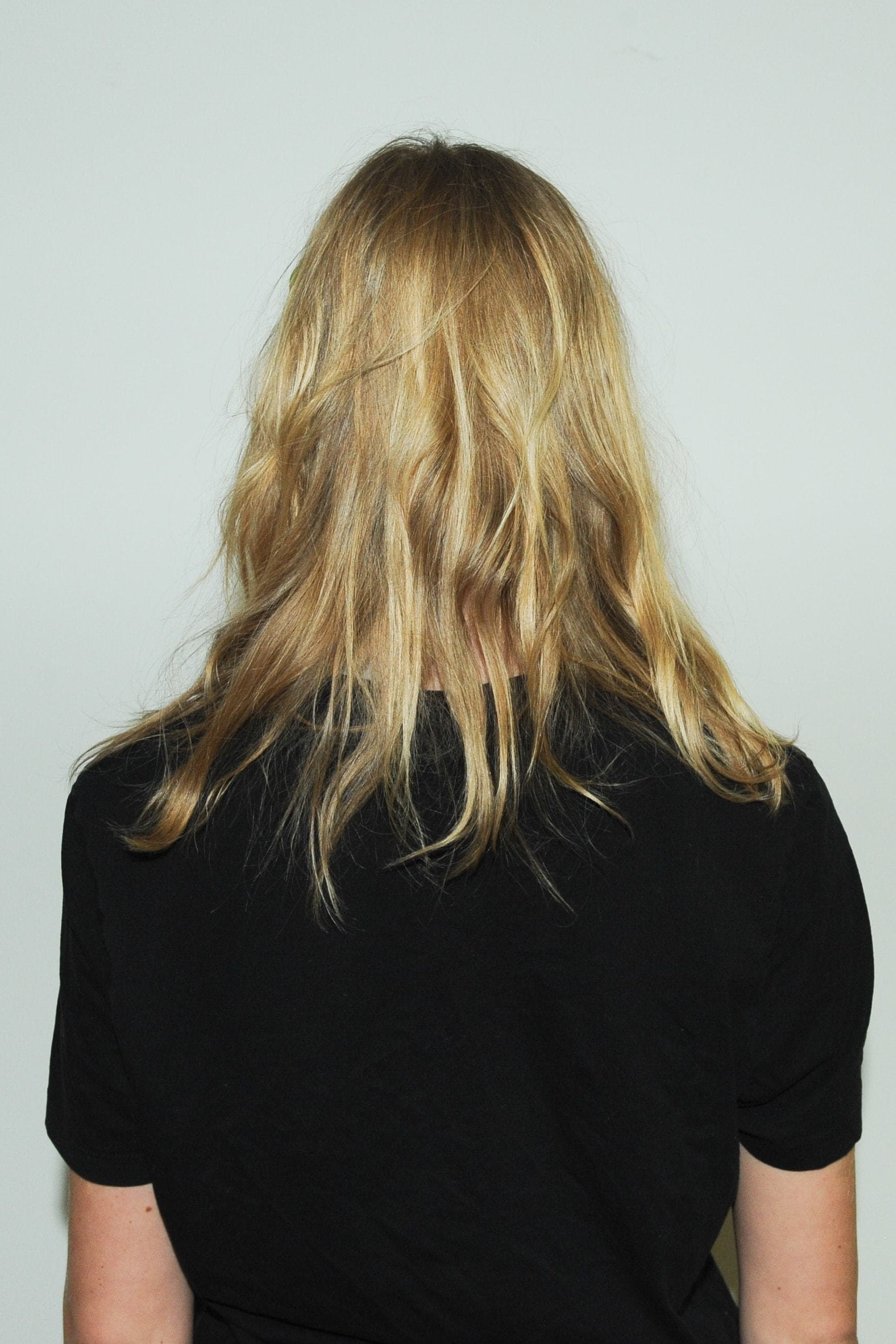 Style Layered Hair By Opting For Dreamy Waves
