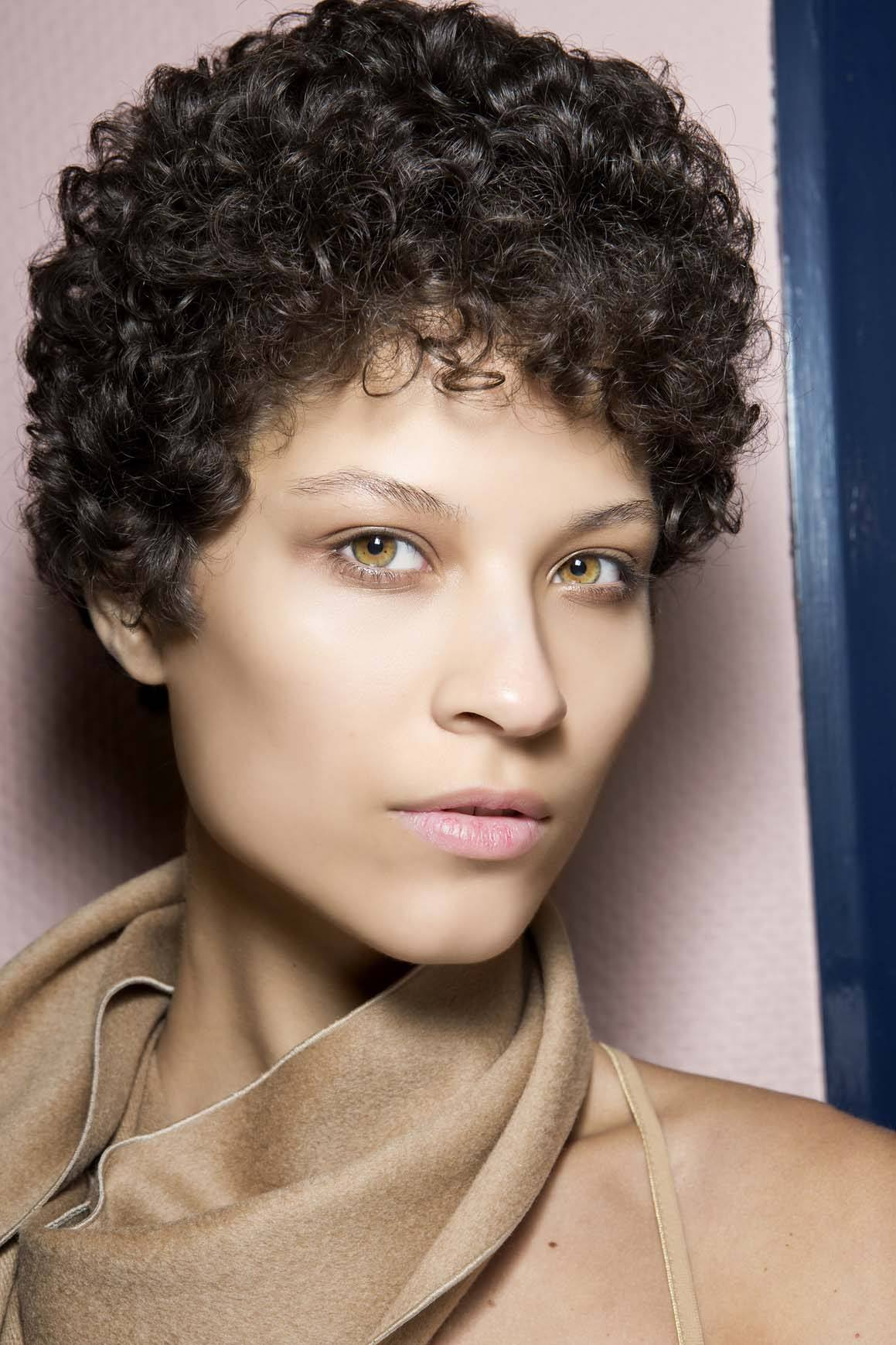 androgynous haircuts featuring curly hair