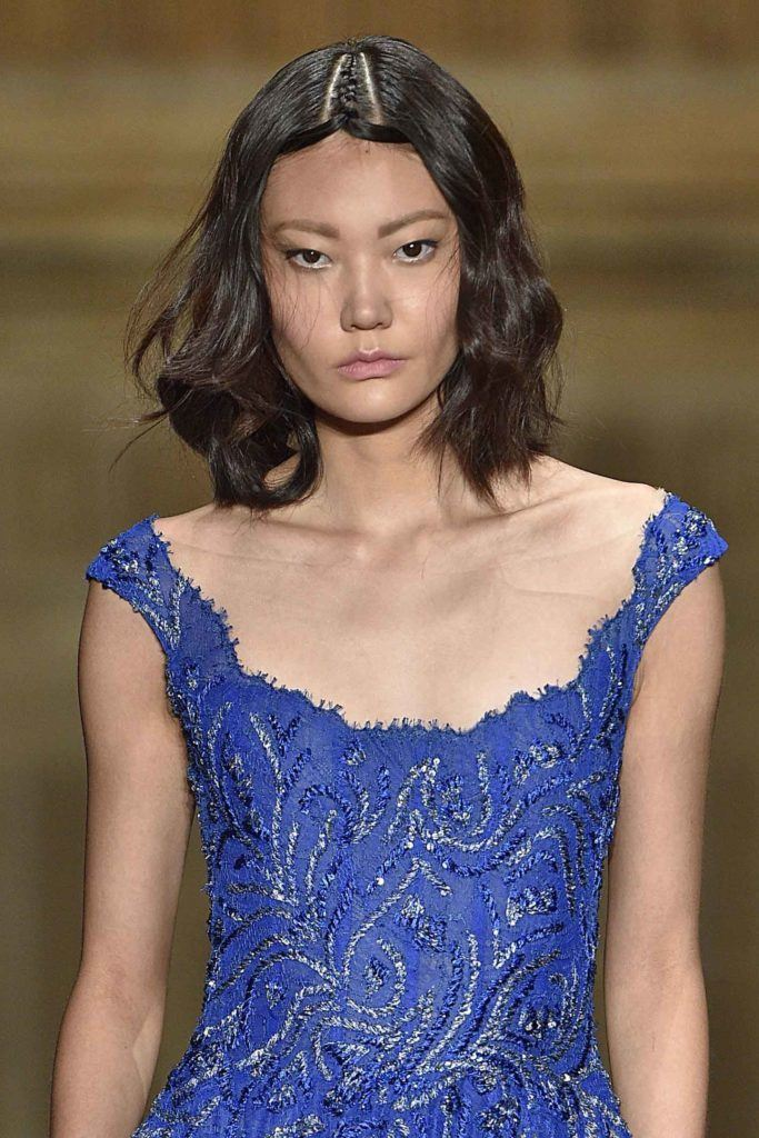 best short hairstyles: model with brown wavy bob on the runway