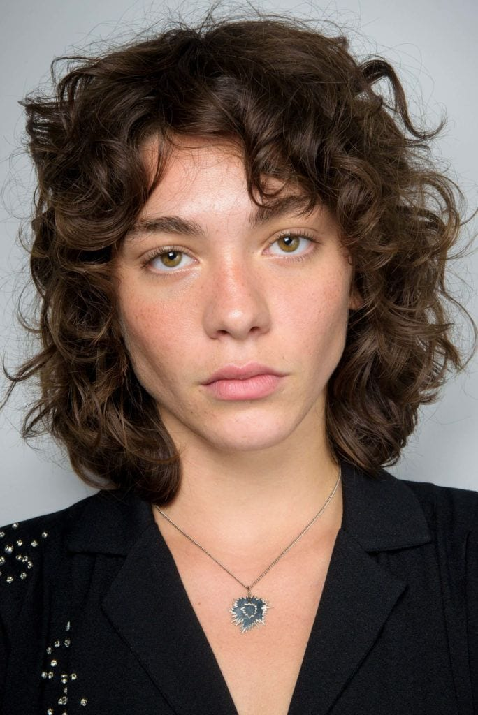 Short haircuts for 2019 curly wispy messy