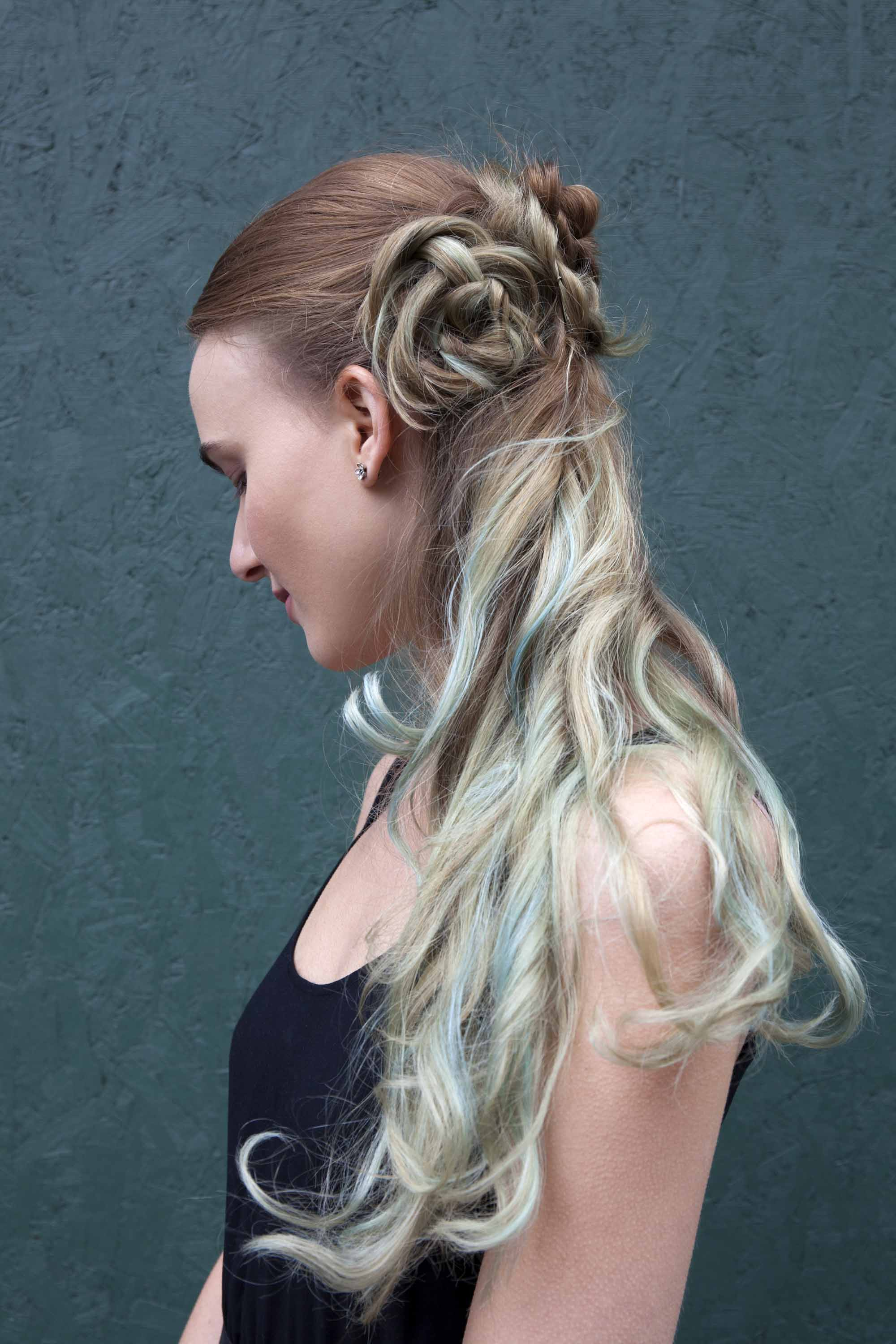 Simple updo ideas you can wear to prom. Flower braid half updo.