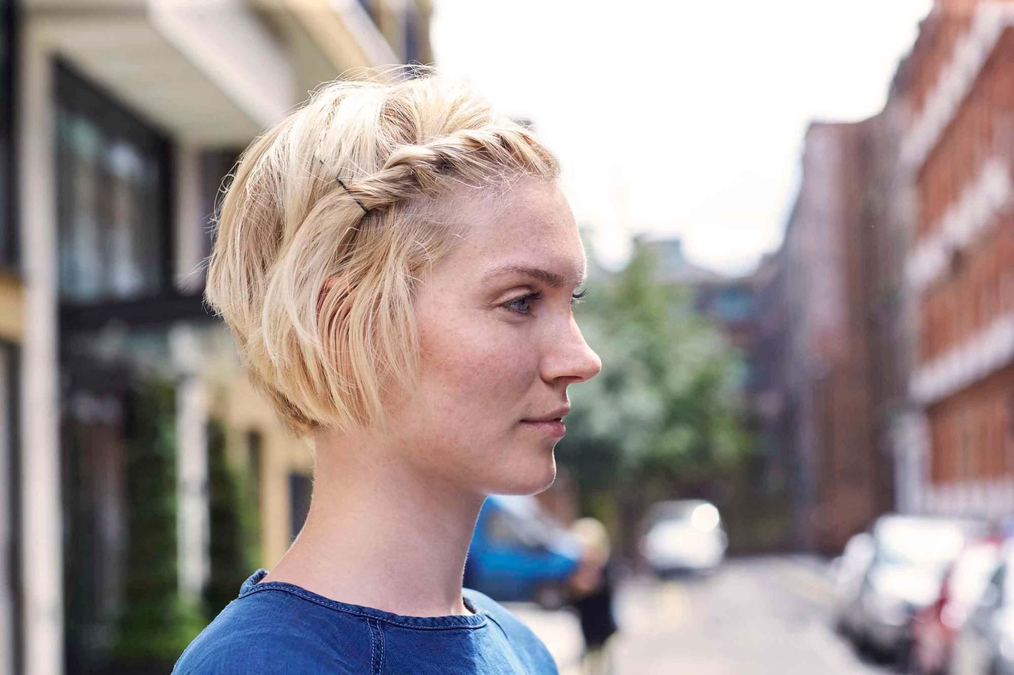 how to braid bangs: Twist hairstyle on blonde hair
