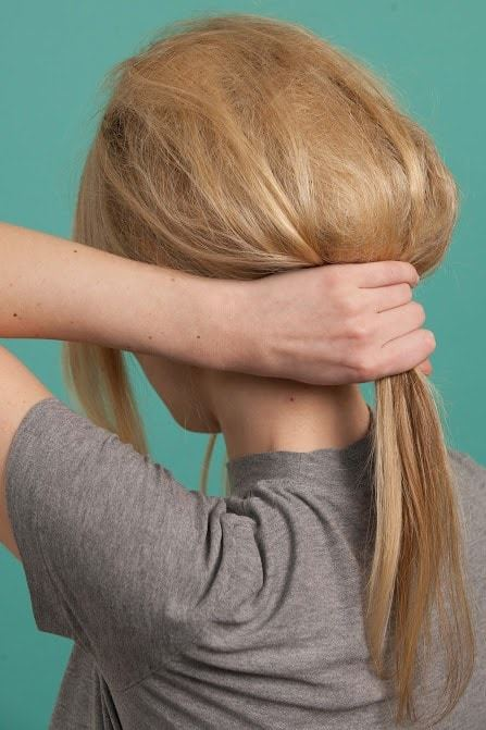 60s hairstyles tutorial: create a ponytail