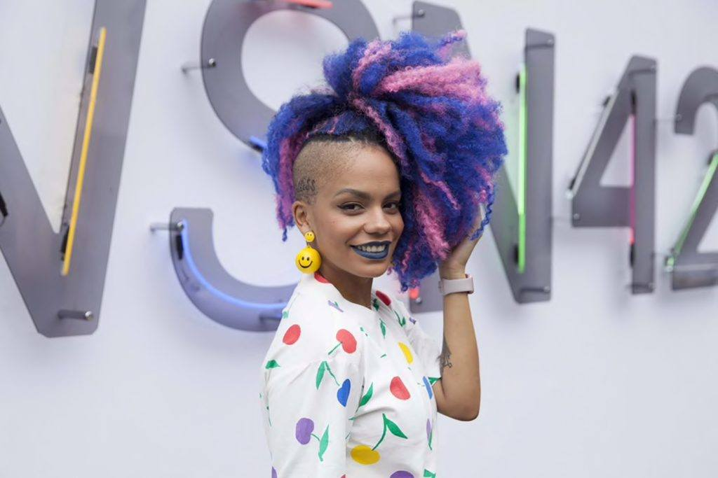 blue hair trend with pink
