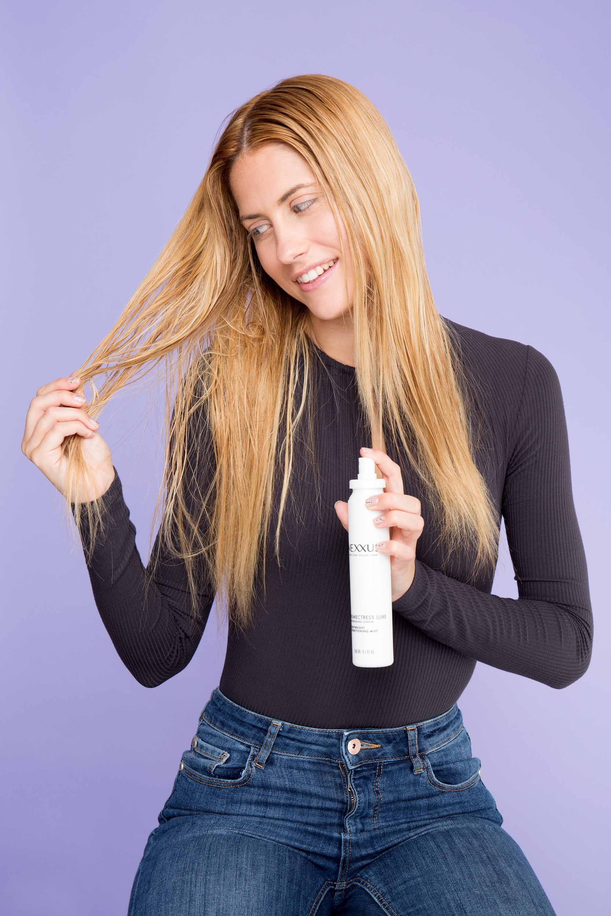 style frizzy hair: blonde woman applying leave in conditioner to hair