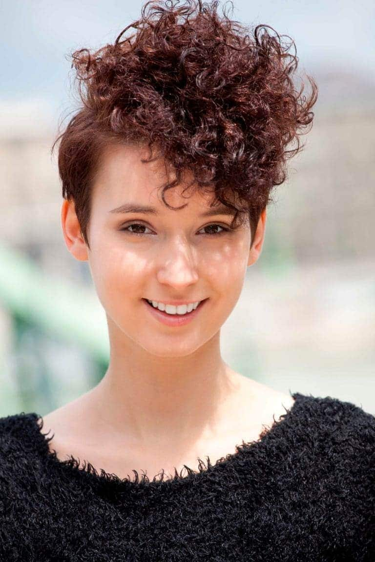 haircuts for round faces curly pixie