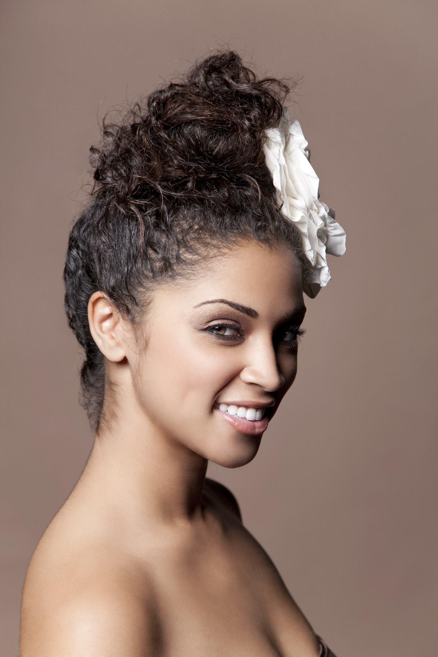hairdos for curly hair bun flower