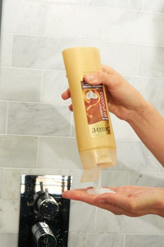 how to wash hair apply shampoo