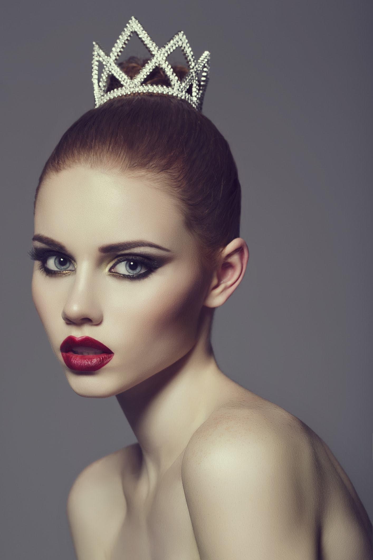 hairstyles with tiara braided bun small crown