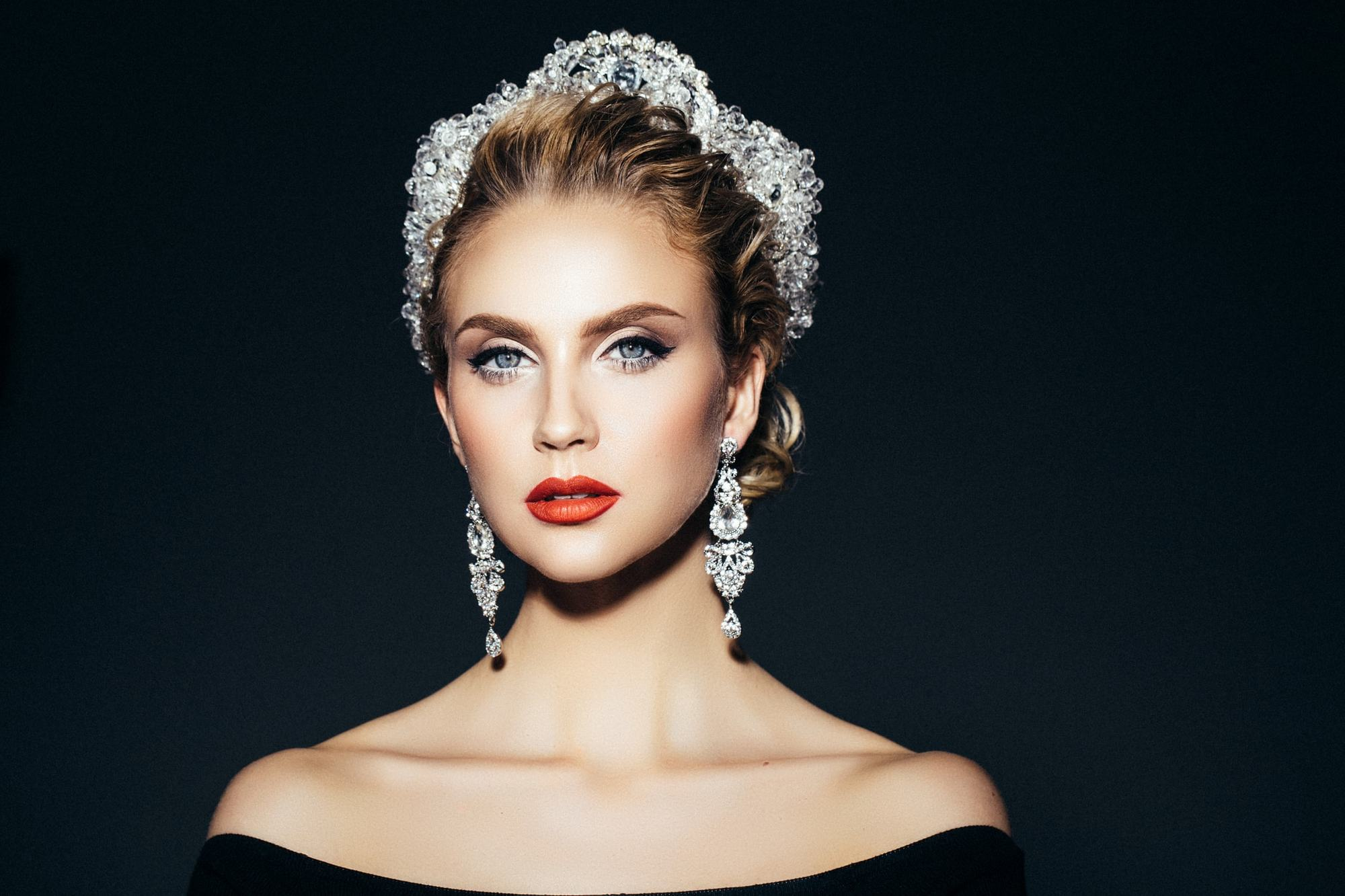 hairstyles with tiara crystal beads low updo